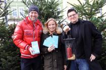 Katholische Aktion-Generalsekretär Axel Isenbart, Lisa Röhrer, KA-Präsident Armin Haiderer bzw. mit Christbaumverkäufern