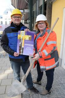Foto: Erwin Burghofer, Diözesansekretär der Katholischen ArbeitnehmerInnenbewegung, und Martina Bzoch von der Betriebsseelsorge